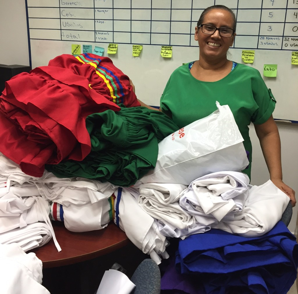 Doña Ondina Soriano de San Pedro Sula confeccionó los trajes típicos